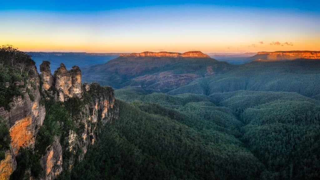 Three Sisters Sunrise View from Ecco Point, Blue Mountains National Park, Katoomba, New South Wales, Australia.